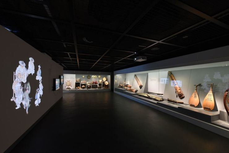 In the exhibit section of gugak musical instruments, over 60 instruments are displayed, along with multimedia touchscreens, allowing visitors to vividly experience instruments' making process and sounds. Courtesy of National Gugak Center