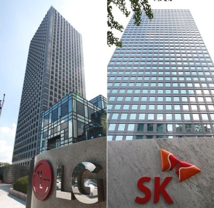 SK Innovation, a major electric vehicle (EV) battery maker in Korea, said Friday it will file lawsuits against its local rival LG Chem and LG Electronics in the United States for patent infringement over EV battery technology. Yonhap