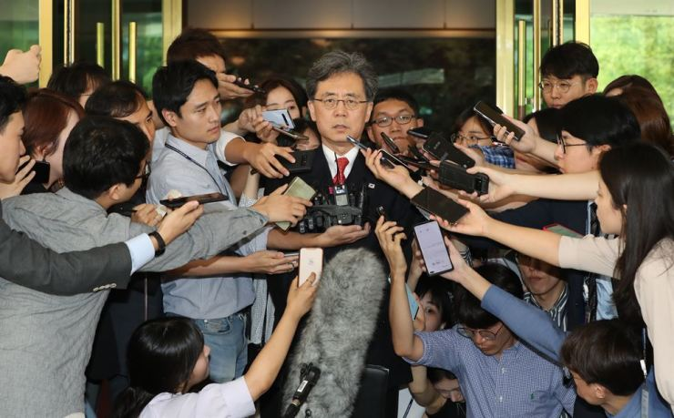 Deputy national security adviser Kim Hyun-chong speaks to reporters after a closed-door meeting with his U.S. counterpart Stephen Biegun at the government complex in downtown Seoul, Thursday. Yonhap