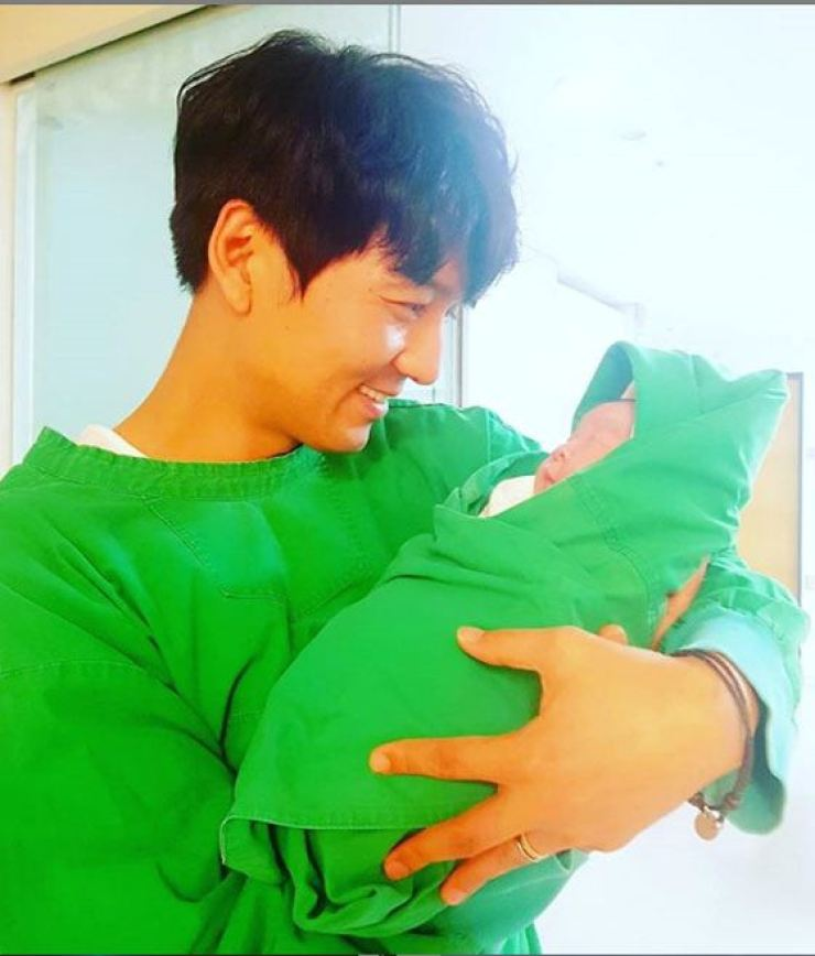 Lee Pil-mo holds his newborn son in this photo posted on his Instagram, Tuesday.