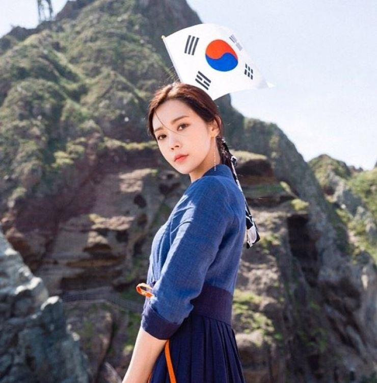 Singer-actress Lizzy's has given a witty rebuttal about Japan's claim to Dokdo. Capture from Instagram @luvlyzzy