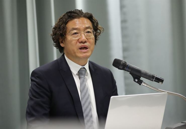 Kim Pan-gon, a Korea Football Association vice president in charge of hiring national team coaches, speaks during a press conference at its office in Seoul, Tuesday. Yonhap