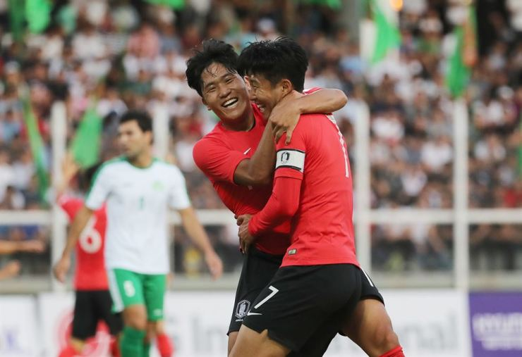 Na Sang-ho, left, cheers with Son Heung-min after scoring a goal during the qualifying match for the 2022 World Cup against Turkmenistan in Ashgabat, Turkmenistan, Tuesday. Yonhap