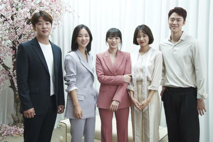 From left to right, Ahn Jae-hong, Jeon Yeo-bin, Chun Woo-hee, Han Ji-eun and Gong Myung, pose before a press conference held at Stanford Hotel in Seoul, Friday./ Courtesy of JTBC