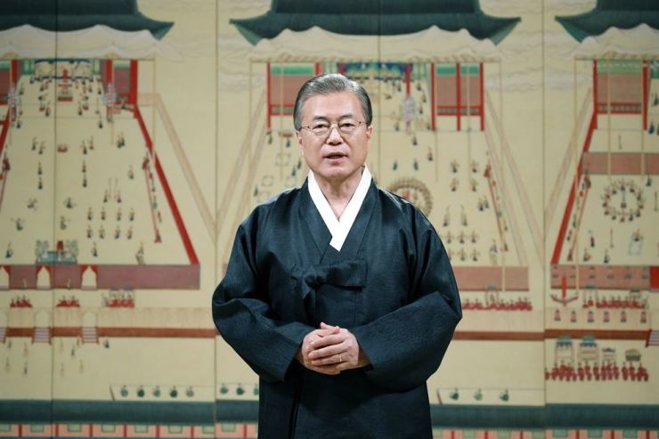 President Moon Jae-in delivers a public message to mark Chuseok at Cheong Wa Dae, Wednesday. Courtesy of Cheong Wa Dae