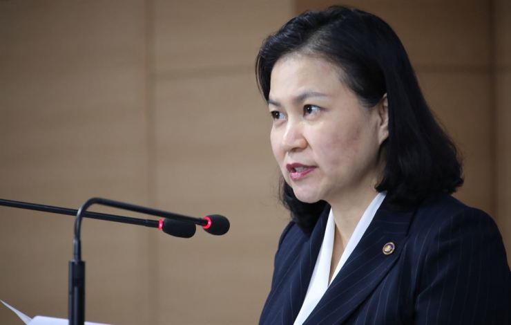 Trade Minister Yoo Myung-hee speaks during a press conference at the Government Complex in Seoul, Wednesday. Yoo said Korea will file a complaint with the WTO against Japan for the Tokyo's July 4 export restrictions to Korea on three materials for making semiconductors. Yonhap