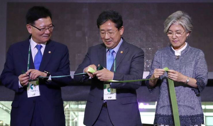 From left, Vice Minister of Unification Suh Ho, Culture Minister Park Yang-woo and Foreign Minister Kang Kyung-hwa. Courtesy of the Ministry of Culture, Sports and Tourism