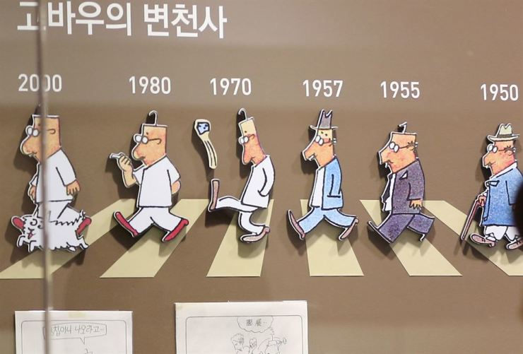This photo shows the transformation of comics artist Kim Sung-whan's character Gobau (the scrooge old man) from 1950 to 2000. / Yonhap