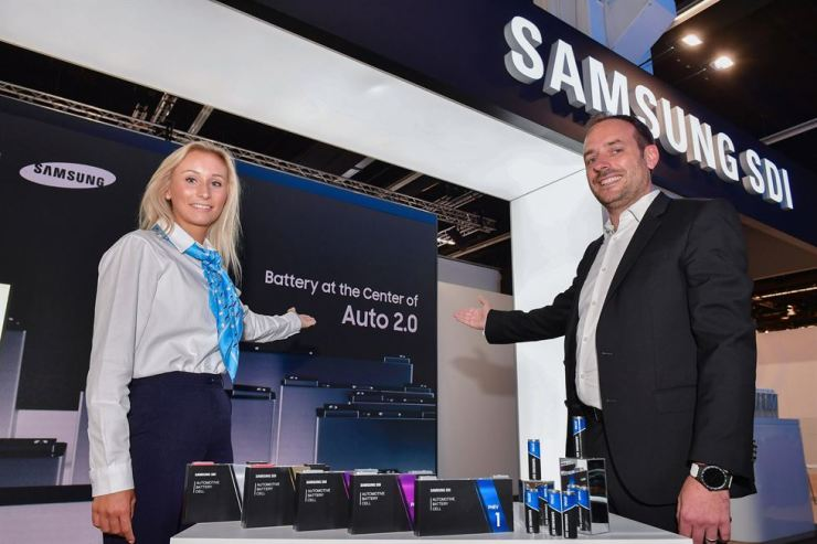 Models promote Samsung SDI's booth installed at Frankfurt Motor Show, Tuesday. / Courtesy of Samsung SDI