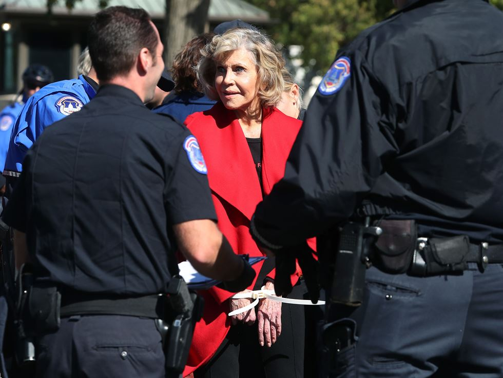 Actor and activist Jane Fonda launches 'Fire Drill Fridays' protests outside the U.S. Capitol in Washington, U.S., October 18, 2019. Reuters-Yonhap