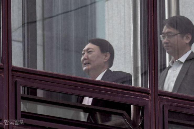 Prosecutor-General Yoon Seok-youl walks through the Supreme Prosecutors' Office in Seocho, Seoul, Tuesday. / Korea Times photo by Lee Han-ho