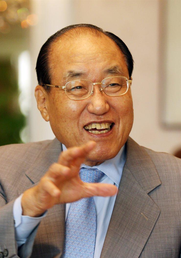 Former Prime Minister Lho Shin-yong. Yonhap