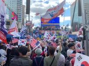 Conservative groups hold a rally at Gwanghwamun Square, Oct. 3. Korea Times file