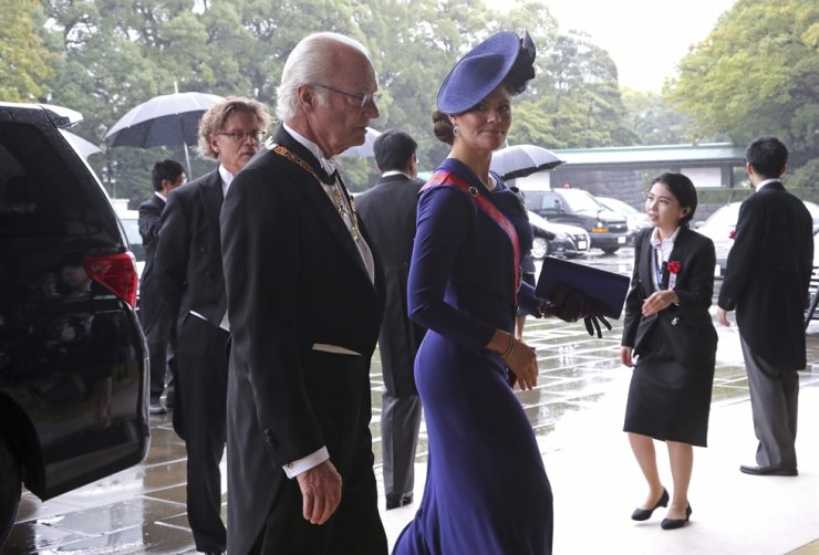 Sweden's King Carl XVI Gustaf, left, and Crown Princess Victoria arrive at the Imperial Palace to attend the proclamation ceremony of Japan's Emperor Naruhito in Tokyo, Tuesday, Oct. 22, 2019. AP-Yonhap