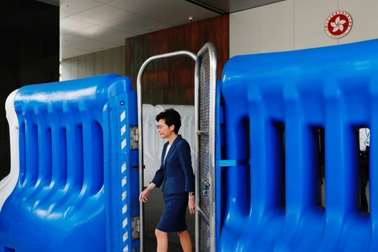Hong Kong Chief Executive Carrie Lam walks past a barrier to meet petitioners before a weekly Executive Council meeting in Hong Kong, China, October 8, 2019. Reuters-Yonhap