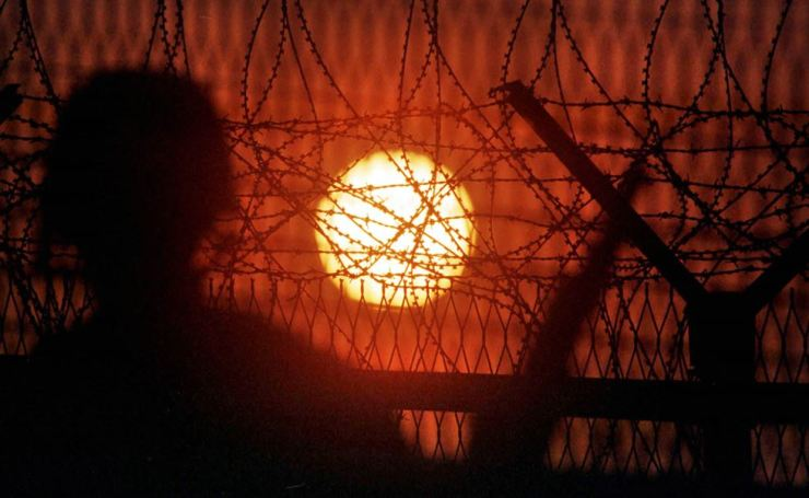 The sun sets on the inter-Korean ceasefire line, June 25, 2000, 50 years after the outbreak of the 1950-53 Korean War. The war ended with an Armistice Agreement but the two Koreas remain separated after nearly seven decades, with July 27, 2019, marking the 66th anniversary of the armistice. Korea Times file