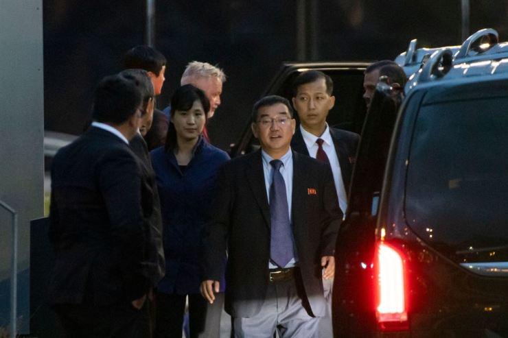 Members of the North Korean delegation arrive at Stockholm-Arlanda Airport in Sweden, Thursday (local time). Yonhap