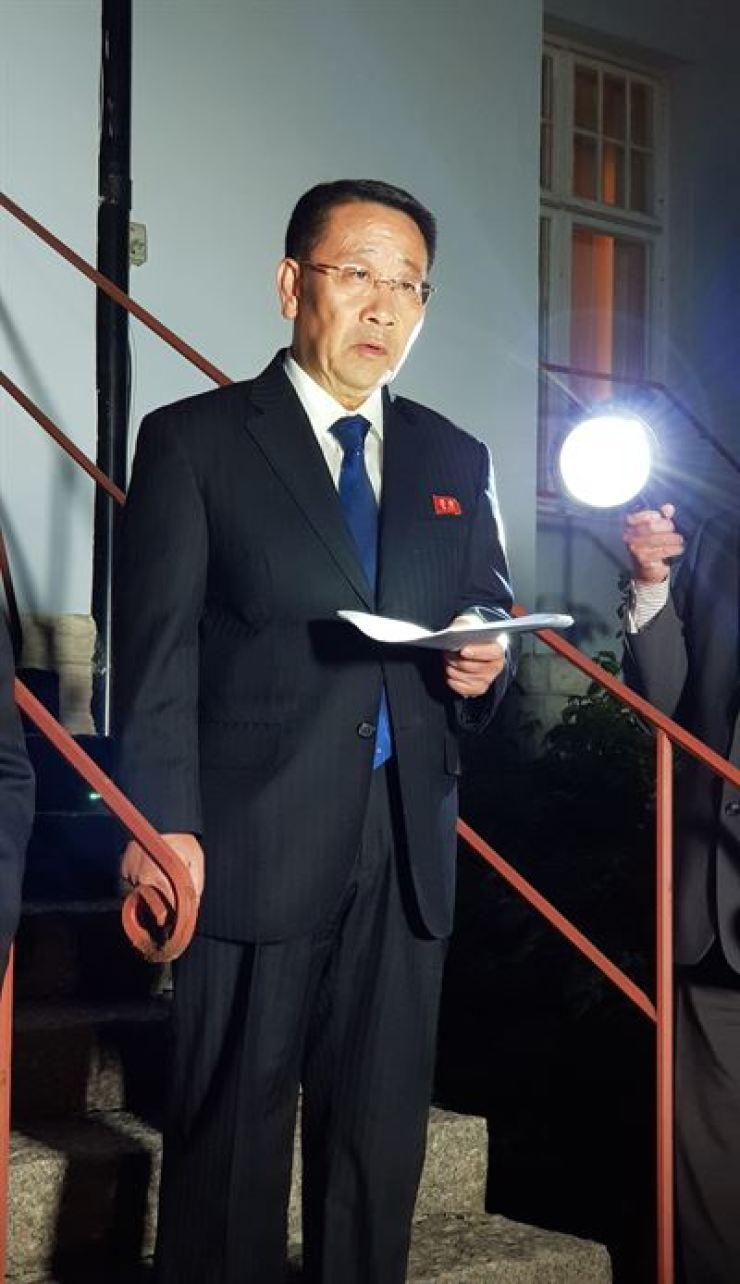 Kim Myong-gil, North Korea's top nuclear negotiator, reads a statement outside the North Korean embassy in Stockholm, Sweden, Sunday (KST) after working-level nuclear talks with his U.S. counterpart, Stephen Biegun. Joint Press Corps