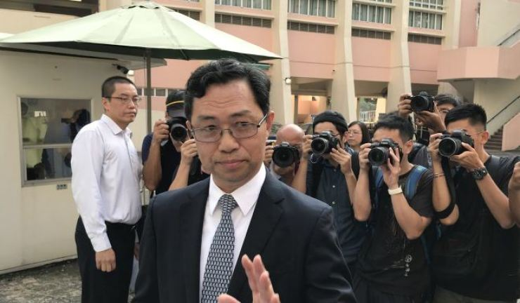Principal Tse Yun-ming discusses the incident with the press. Photo from South China Morning Post