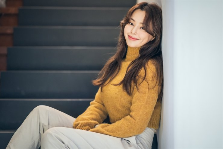 Actress Lee Ha-nee has been having a blissful year with the success of the smash-hit film 'Extreme Job,' followed by TV series 'The Fiery Priest.' Courtesy of Acemaker Movie Works