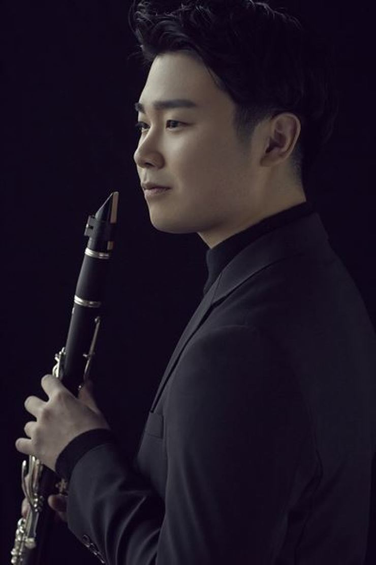 Clarinetist Han Kim will perform a solo recital on Thursday evening at the Kumho Art Hall Yonsei. Courtesy of Sangwook Lee