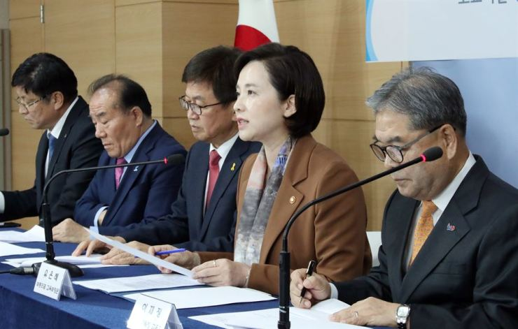 Education Minister Yoo Eun-hae, second from right, announces the ministry's decision to strip special-purpose high schools of their status in 2025, during a press briefing at Government Complex Seoul, Thursday. /Yonhap