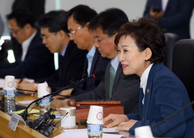 Land Minister Kim Hyun-mee, right, speaks during the housing policy review committee session at the Sejong Government Complex, Wednesday. / Yonhap