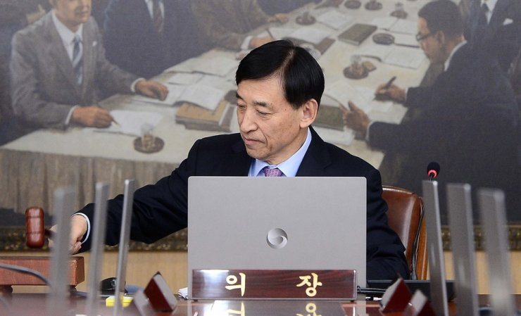 Bank of Korea Governor Lee Ju-yeol chairs a Monetary Policy Board meeting at the central bank in Seoul, Friday. / Yonhap