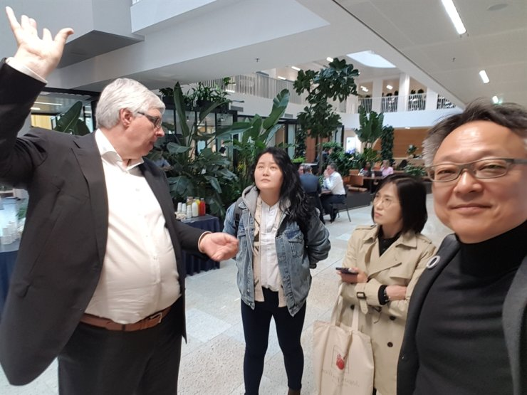 Cha Chung-ha with Erik Ubels, left, the Chief Technology Officer of redeveloped smart building project EDGE Olympic in Amsterdam, the Netherlands, March 2019. Courtesy of Re!magining Cities Foundation