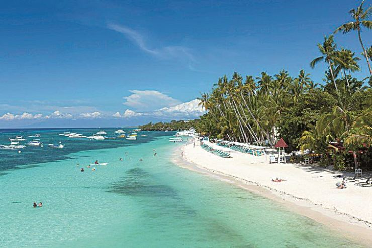 Aloha Beach in Panglao, Bohol, Phlippines / gettyimagesbank