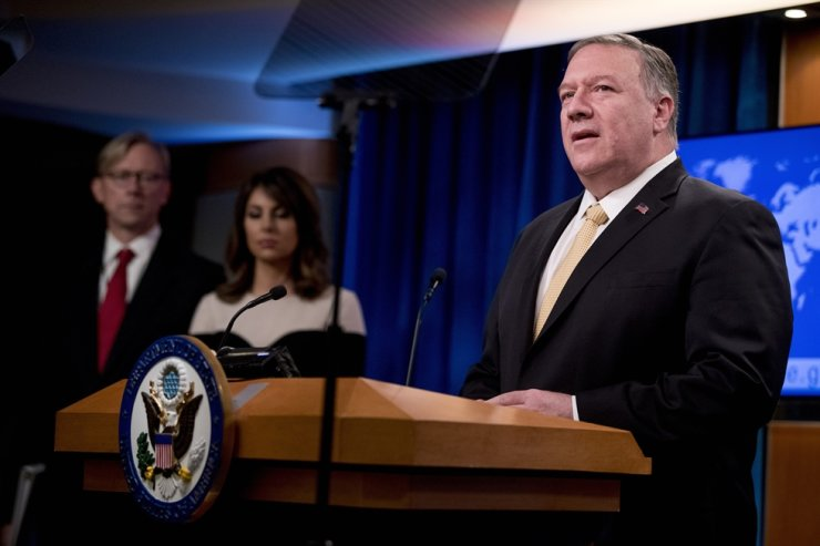 Secretary of State Mike Pompeo, right, accompanied by U.S. special representative on Iran Brian Hook, left, and State Department spokeswoman Morgan Ortagus, second from left, speaks at a news conference at the State Department in Washington, Monday, Nov. 18, 2019. Pompeo spoke about Iran, Iraq, Israeli settlements in the West Bank, protests in Hong Kong, and Bolivia, among other topics. AP-Yonhap