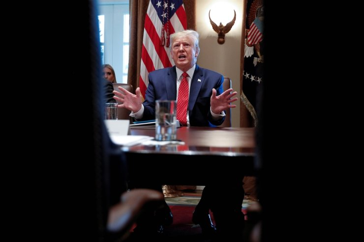 U.S. President Donald Trump hosts a meeting inside the Cabinet Room at the White House on Nov. 19. Reuters-Yonhap