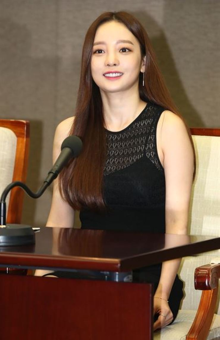 Singer Goo Ha-ra was found dead, Sunday, at her residence in Cheongdam-dong, southern Seoul.