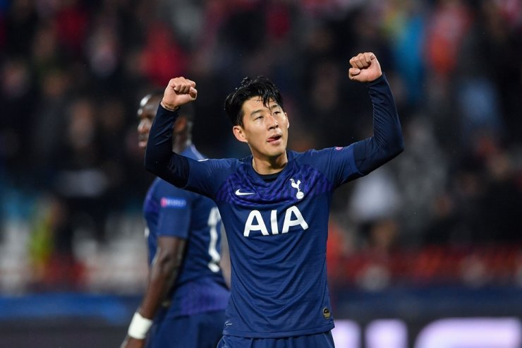Tottenham Hotspur's South Korean striker Son Heung-min celebrates after scoring his team's third goal during the UEFA Champions League Group B football match between Red Star Belgrade (Crvena Zvezda) and Tottenham in Belgrade, Wednesday. /AFP-Yonhap