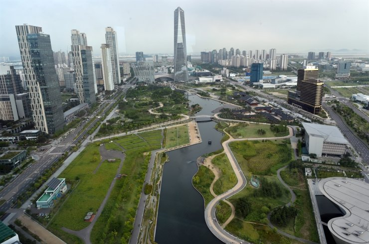 Central Park's resort sector sprawls inside the Songdo International Business District in Incheon. Courtesy of the office of Incheon Free Economic Zone