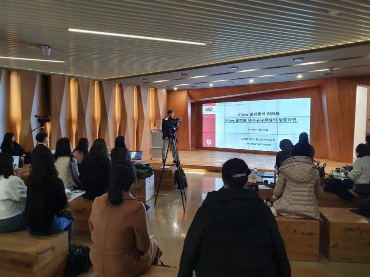 Kim Seong-cheol, a professor at Korea University, speaks during a forum in Seoul, Nov. 15. / Courtesy of Naver