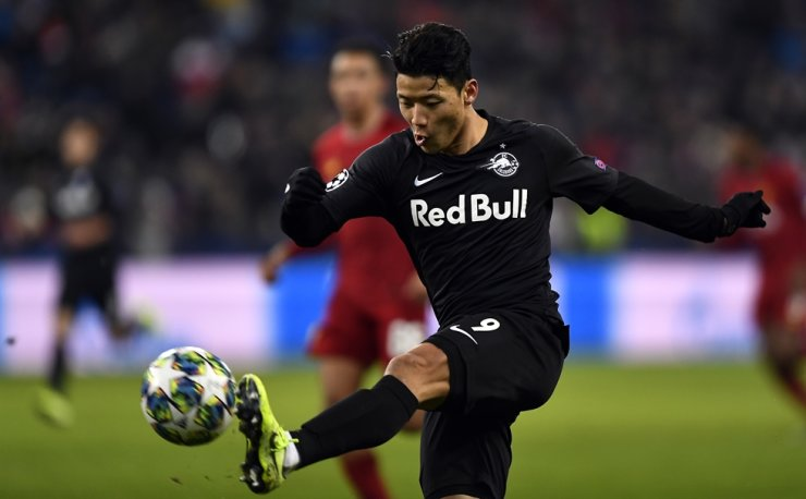 Hwang Hee-chan of FC Salzburg is in action during the UEFA Champions League group E soccer match between FC Salzburg and Liverpool FC in Salzburg, Austria on Dec. 10. EPA-Yonhap
