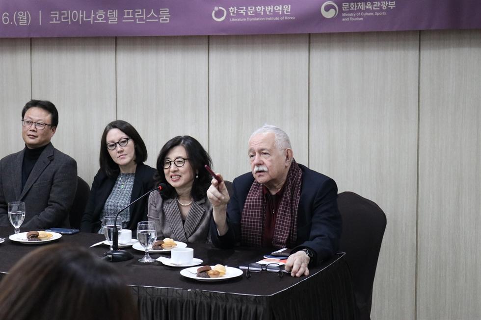 From left, translators Kim Hwan, Li San-lun, author Kim Un-su, translators Sora Kim-Russell, Yoon Sun-me, and author and publisher Pio E. Serrano attend a press conference held in central Seoul, Monday. / Courtesy of LTI Korea