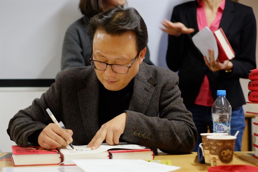 Novelist Kim Un-su writes for several hours in the early morning from 3 a.m. to about noon every day at his home in the countryside in a southern region of Korea. Courtesy of Kim Un-su