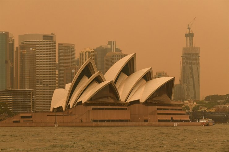 Smoke haze from bushfires in New South Wales blankets the central business district of Sydney, Australia, Dec. 6, 2019. Bushfire conditions are expected to worsen along the east coast of Australia, from the far south of New South Wales to south-east Queensland. EPA
