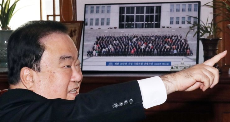 National Assembly Speaker Moon Hee-sang speaks during a meeting with floor leaders of the ruling and opposition parties at his office at the National Assembly, Friday. Yonhap
