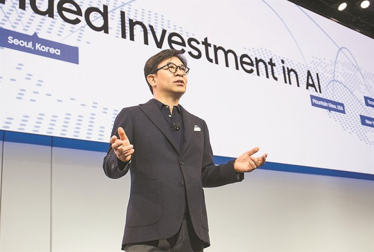 Kim Hyun-suk, president of Samsung Electronics' consumer electronics division, speaks during a press conference at the CES 2019 in Las Vegas, Jan. 7. Kim will deliver a keynote speech at the CES 2020, which will be held from Jan. 7 to 10, 2020. / Courtesy of Samsung Electronics