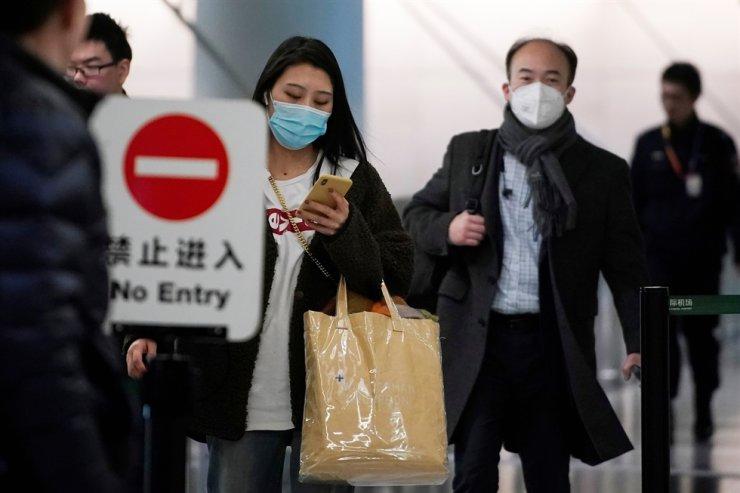 Passengers wearing masks are seen at Hongqiao International Airport in Shanghai, China, Jan. 20, 2020. Reuters
