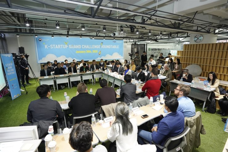 Park Young-sun, minister of SMEs and Startups, gives her welcome speech, during a roundtable talk meeting with overseas entrepreneurs running their businesses here at Tips Town, a startup incubator office, in Seoul, Thursday. / Courtesy of Ministry of SMEs and Startups