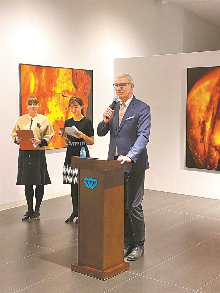 Latvian Ambassador to Korea Peteris Vaivars delivers a speech during the opening ceremony of a photo exhibition, titled 'The Secrets of Amber' at Soorim Cultural Foundation Dongdaemun-gu, central Seoul, Jan. 15. The exhibition features Latvian photographer Andris Zegners's work documenting amber. / Embassy of Latvia