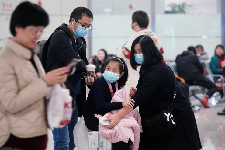 Passengers wearing masks are seen at Hongqiao International Airport in Shanghai, China, Jan. 20, 2020. Reuters