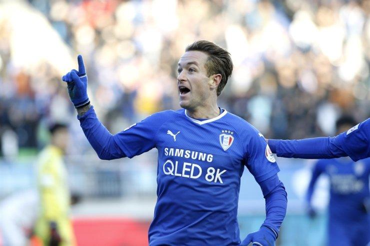 Suwon Samsung striker Adam Taggart