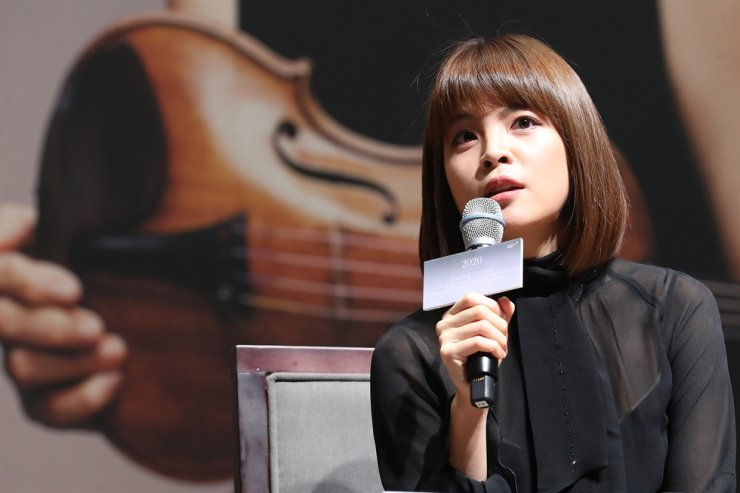 Violinist Lee Ji-yoon speaks during a press conference at Kumho Art Hall in Seoul, Tuesday. Yonhap