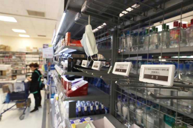 Masks are sold out and only product samples are on the shelves of a supermarket in Seoul, Tuesday, due to a huge increase in demand after the spread of the Wuhan coronavirus. / Yonhap