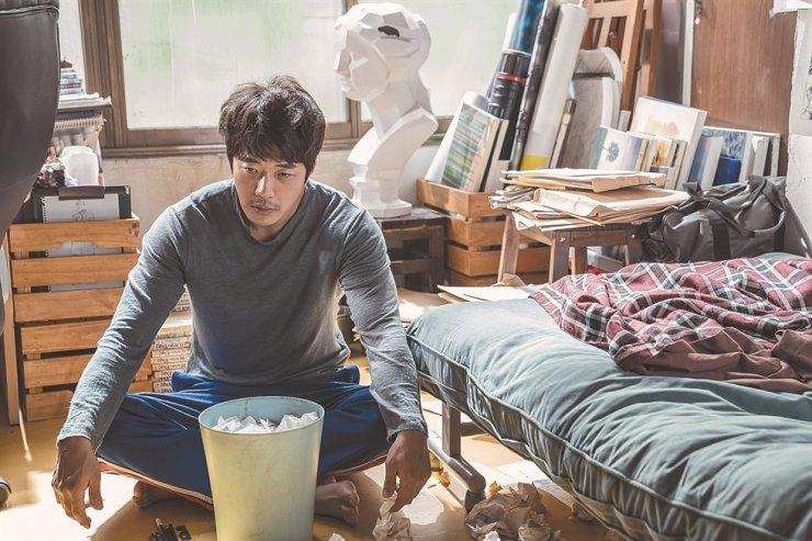 Lee Yi Kyung giải thích lý do Jin (BTS) không được mời đến buổi công chiếu phim Hitman: Agent Jun ảnh 6